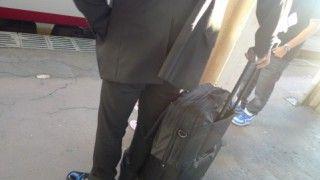 スーツケースのコロ(キャスター)のゴムが取れたので修理してみた