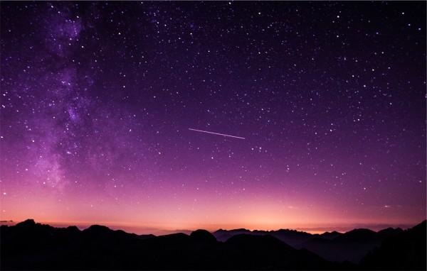 今日、2月8日20時30分頃北西に流れ星(火の玉?)が見えた!